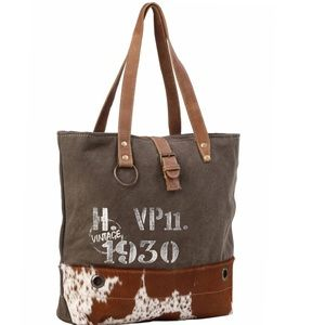 Handbags - 💥NEW💥 Vintage Inspired Canvas & Hair On Tote Bag